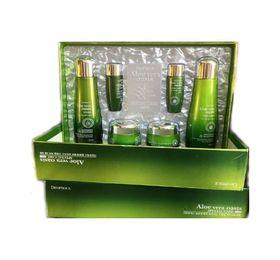 Набор для лица с экстрактом алоэ Deoproce Aloe Vera Oasis Special Care 4 Set 150мл*2 / *30мл*2/50гр*2